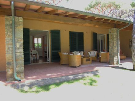 Porticato. Ristrutturazione di villa a Roccamare (GR)