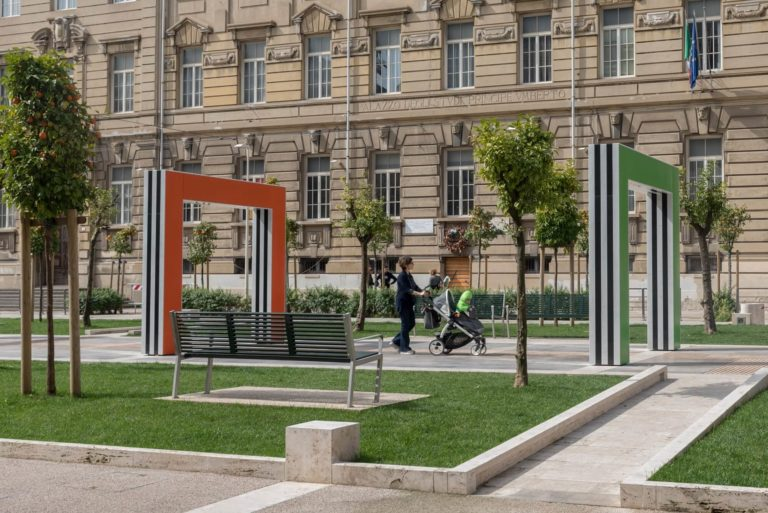 Progettazione congiunta di arte ed architettura: sistemazione di Piazza Verdi a La Spezia con l'artista Daniel Buren. Vannetti architetti