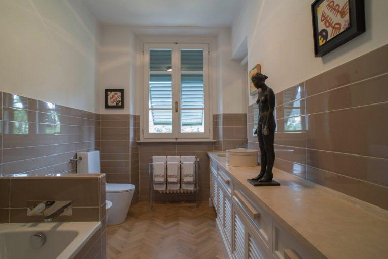 Disegno di interni, il bagno, per appartamento in villa a Maiano
