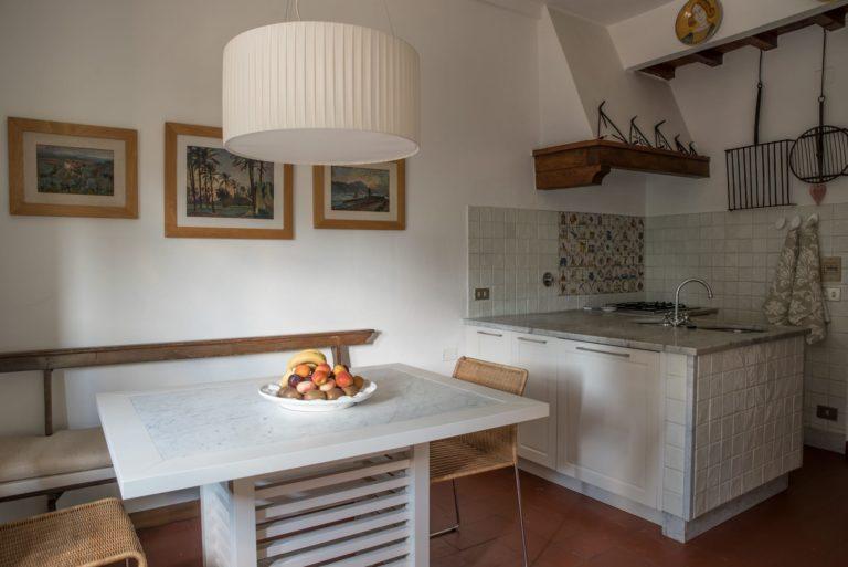 Disegno di interni, la cucina, per appartamento in villa a Maiano