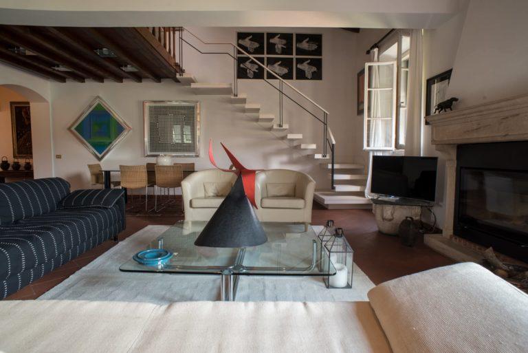 Il salone. Disegno di interni per appartamento in villa a Maiano