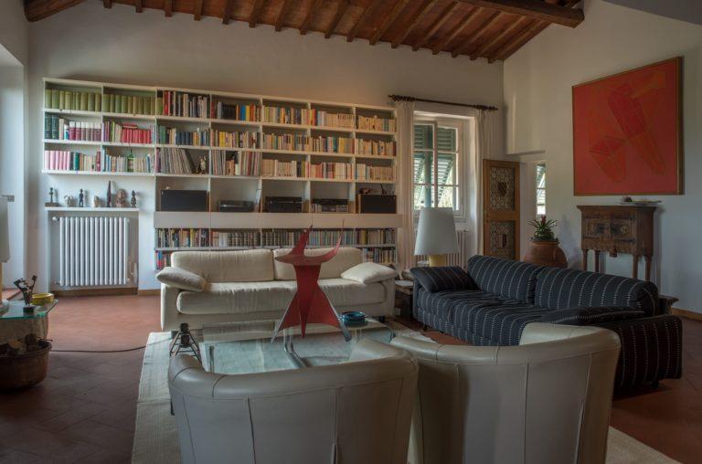 Libreria. Disegno di interni per appartamento in villa a Maiano