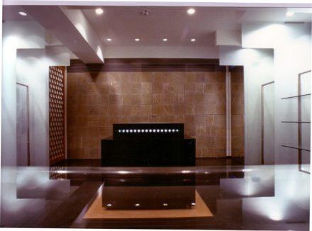 Terzo spazio. Studio per la linea architettonica negozi dello stilista di moda Maurizio Bonas di Firenze.